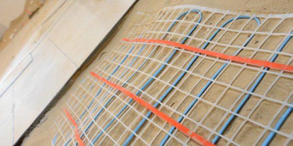משטחי הריצוף מונחים על רשתות מערכת החימום